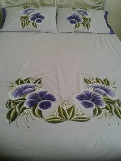 Saree Painting Designs, Fabric Paint Designs, Handmade Bed Sheets, Bed Sheet Painting Design, Fabric Painting On Clothes, Bed Cover Design, Designer Bed Sheets, Hand Embroidery Designs, Tapestry
