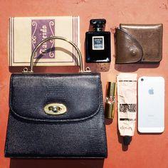 東京のガールズパワーを牽引するit girl、山本奈衣瑠が「ザラ(ZARA)」のメタリックなプリーツスカートを使った着回しにトライ。 What In My Bag, What's In Your Bag, My Bags, Purses And Bags, Inside My Bag, What's In My Purse, Pouch, Wallet, Girls Bags