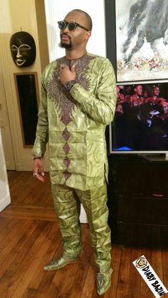Shoes to dress up. Slippers to dress down. African Dresses Men, African Attire For Men, African Clothing For Men, African Shirts, African Print Fashion, African Wear, African Women, Ankara Fashion, Agbada Styles