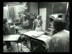 Video presentado hace unos años en Faco Elche.  Podemos ver como un cambio en la posicion del cirujano supuso un ahorro de tiempos a la hora de realizar la cirugía de cataratas.    Video realizado por el Dr.Rementeria (http://www.cirugiaocular.com) en un hospital madrileño.