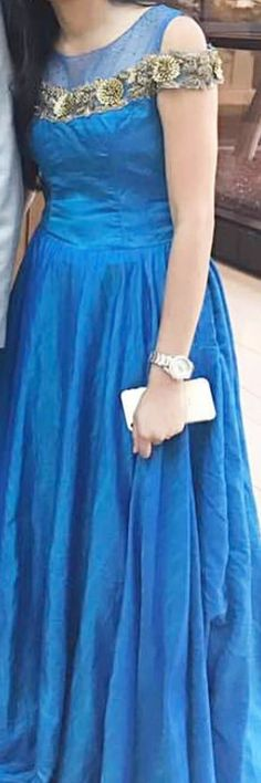 nd royal design . simple nd elegant frock pattern Designer Gowns, Indian Designer Wear, Stylish Dresses, Fashion Dresses, Saree Dress, Lehanga Saree, Lehenga Gown, Indian Party Wear, Indian Wear