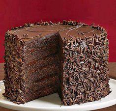 layered chocolate cake with chocolate shavings Torte Recepti, Kolaci I Torte, Chocolate Pictures, Love Chocolate, Decadent Chocolate, Chocolate Lovers, German Chocolate, Chocolate Cakes, Delicious Chocolate