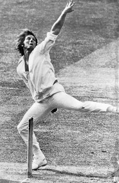 Jeff Thomson in his pomp in the mid A compelling role model at the time for a tyro quickie like myself - even when I tried to copy his slinging action and the ball ended up for four wides in the direction of cover point! Sports Stars, Nfl Sports, Steve Waugh, Fast Bowling, Cricket Update, Australian Photography, World Cricket, Cricket Sport, Rugby League