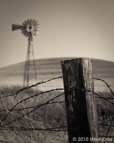Reminds me of the ranch. Country Fences, Country Farm, Country Life, Country Living, Country Roads, Farm Windmill, Old Windmills, Country Landscaping, Fence Landscaping