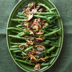 Green Beans with Shallots, Thyme, and Shiitake Mushrooms - tired of green bean casserole? Healthy Side Dishes, Veggie Dishes, Side Dish Recipes, Food Dishes, Fruit Dishes, Green Bean Dishes, Green Bean Recipes, Green Bean Casserole, Thanksgiving Side Dishes