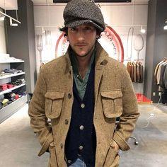 milanesespecialselection:Antonio Ciongoli, Eidos Napoli (source: The Coda) Style Casual, My Style, Vide Dressing, Men Street, Long Sleeve Polo, Stylish Men, Hats For Men, Dapper, What To Wear