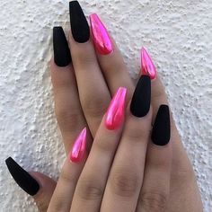 There are three kinds of fake nails which all come from the family of plastics. Acrylic nails are a liquid and powder mix. They are mixed in front of you and then they are brushed onto your nails and shaped. These nails are air dried. Hair And Nails, My Nails, Polish Nails, Claw Nails, Pink Polish, Prom Nails, Wedding Nails, Nagel Bling, Nail Art Blog