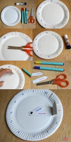 Pas facile d'apprendre l'heure ! ou tout au moins les 12h10, 6h25... Car si regarder la position de la petite aiguille est aisée, déterminer les minutes est tout de suite plus complexe et nécessite de savoir compter de 5 en 5 de tête. Mais on peut très bien fabriquer des horloges pour apprendre l'heure. Vous pouvez par exemple télécharger notre fiche à imprimer ou alors en fabriquer une en moins de 5 minutes avec deux assiettes en carton. Si vos enfants ont envie d'apprendre l'heure...