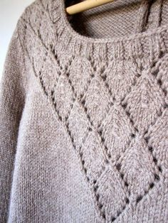 Ravelry: FlavieB's Pull presque SessúnPull (presque) Sessun by Clm Free pattern Knitting Stitches, Free Knitting, Knitting Sweaters, Ravelry, How To Purl Knit, Crochet Yarn, Knitting Projects, Knitted Hats, Knitting Patterns