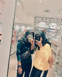 Ootd Hijab, Girl Hijab, Ulzzang Korea, Ulzzang Girl, Foto Mirror, Tmblr Girl, Best Friends Aesthetic, Tumblr Photography, Best Friend Goals