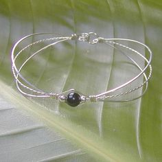 The sterling silver bracelets have been extremely popular among women. These bracelets are offered in different shapes, sizes and styles. Wire Jewelry Earrings, Diy Jewelry, Beaded Jewelry, Jewelry Bracelets, Vintage Jewelry, Handmade Jewelry, Gold Jewellery, Silver Bracelets, Gemstone Jewelry