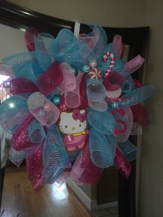 Hello Kitty holiday wreath Holiday Wreaths, 4th Of July Wreath, Pretty Little, Hello Kitty, Balloons, Diy Projects, Gift Ideas, Health, Fitness