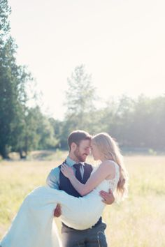 Let your mind wander for a minute. Now imagine an angelic sunlit field with a model-gorgeous bride and movie-star-handsome groom. Do you have it pictured? Now add in fabulous photographer Melissa of Melissa Gidney Photography and what do you get? These brilliant images below! But the thing is, this bride and groom are not movie Continue Reading