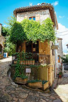 France Travel Inspiration - wanderlusteurope: A restaurant in Provence Luberon Provence, Provence France, Haute Provence, Bg Design, House Design, Belle France, Estilo Tropical, Beaux Villages, City Aesthetic
