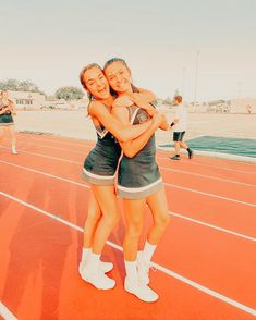 Cute Cheer Pictures, Cheer Picture Poses, Cute Friend Pictures, Best Friend Pictures, Bff Pics, Cheer Pics, Best Friend Outfits, Best Friend Goals, Cheerleading Poses