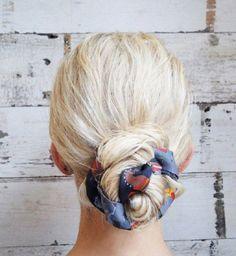 Vous cherchez de nouvelles idées pour accessoiriser vos coiffures ? Le foulard et le ruban seront vos alliés pour cette rentrée. Chics ou casuals, ils se prêtent à toutes les occasions et toutes les têtes ! Découvrez nos plus belles découvertes !