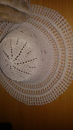 Cappello a falda larga in cotone ecru Realizzato all'uncinetto
