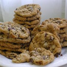 Cowboy Cookies III Allrecipes.com...making these tonight for end of the year teacher treats! Chocolate Chip Oatmeal, Oatmeal Cookies, Brownie Cookies, Best Chocolate Chip Cookies Recipe, No Bake Cookies, Chocolate Chips, Bar Cookies, Yummy Cookies, Cowboy Cookie Recipe