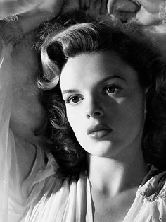 Judy Garland Was Beautiful Hollywood Icons, Old Hollywood Glamour, Golden Age Of Hollywood, Vintage Hollywood, Hollywood Stars, Classic Hollywood, Judy Garland, Classic Actresses, Classic Movies