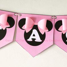 Bandeirinha da Minnie confeccionada em papel brilhante 180g.    Confeccionamos em todos os temas.  Valor unitário por bandeirinha sem quantidade mínima.    -Ao fazer o seu pedido informe corretamente o nome que vai ser impresso, antes de imprimirmos enviamos a arte para aprovação.    - Pedidos ac... Minnie Mouse Car, Minnie Mouse Theme Party, Minnie Mouse Party Decorations, Minnie Mouse Costume, 1st Birthday Decorations, Minnie Mouse Shirts, Minnie Golden, Pink Day, Mickey Birthday