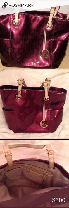 MK Michael Kors Tote MK Michael Kors burgundy tote. This bag is STUNNING!!! Totally clean inside and out. Other than the tiniest marks of wear at the bottom right side rim that you don't see when wearing or towards bottom on right side.... this Tote looks NEW!!!! PLEASE ZOOM IN and your sure to fall in love with this tote as much as I have❤❤❤ Bags Totes