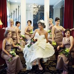 A beautiful New Orleans wedding with glamorous style and modelesque bridesmaids! Same colour, same style!