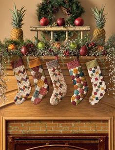 Simple Christmas Tidings – Scrappy Quilts and Projects for Yuletide Style - Kamin Idee Outdoor Christmas, Country Christmas, Simple Christmas, White Christmas, Christmas Holidays, Christmas Print, Primitive Christmas, Christmas Colors, Christmas Christmas