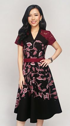Batik Kultur - HFV Leafy Floral Vine in Black Crimson Dress Blouse Batik Modern, Model Dress Batik, Dress Batik Kombinasi, Crimson Dress, Batik Kebaya, Dress Brokat, Fashion Outfits, Fasion, Womens Fashion