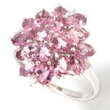 Tengo muchos anillos asi, de cristales y strass Swarovski, en mi boutique