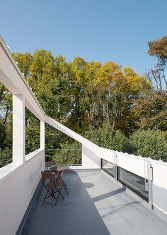 緑地公園に隣接する三角屋根の家   注文住宅なら建築設計事務所 フリーダムアーキテクツデザイン
