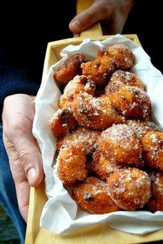 frittelle ri riso e uvetta Mozzarella, Italian Cookies, Pretzel Bites, Chicken Wings, Italian Recipes, Donuts, Gluten Free, Sweets, Bread