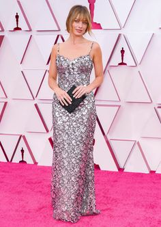 Margot Robbie Oscars, Chanel Vestidos, Vestidos Oscar, Celebrity Dresses, Celebrity Style, Celebrity Gossip, Celebrity News, Dress Chanel, Robes D'oscar