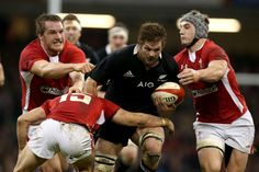 All Blacks v Wales. Richie McCaw powers through the Welsh defence. Welsh Rugby Team, Steve Hansen, Richie Mccaw, International Rugby, Rugby Men, All Blacks, A Team, Watch Rugby, Wales