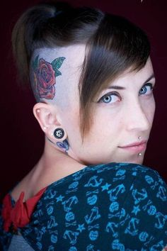 Here are some amazing Head Tattoos for Females and also get information about head tattoos that have to know. Get inspiration for your next head tattoo. Head Tattoos, Side Tattoos, Cool Tattoos, Dragon Tattoo Designs, Tattoo Designs For Women, Tattoos For Women, Body Tattoo Design, Full Body Tattoo, Rose Tattoo On Side