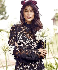 Australian actress, model and mum Pia Miller wears new season Witchery Longsleeve Lace Dress in this month's issue of @womensweeklymag. Available online & in-store now (AU & NZ) #witcherystyle