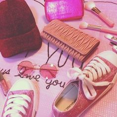 I LOVE PINK💕🎀🌸  スニーカー:#wego  キャップ:#wego  財布:#miumiu  iPhoneケース:#honeymihoney  コスメブラシ:ノーブランド  マニキュア:#RMK  カラーサングラス:#H&M  #pink#girly#キラキラ#summer#🎁#ありがとう💖