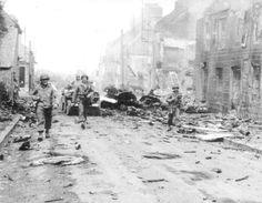 Mortain détruite après la bataille.