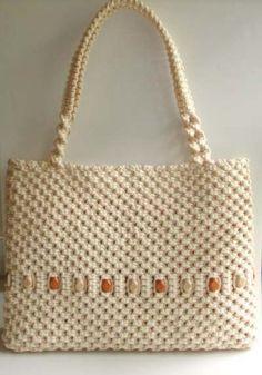 HUGE Macrame Handbag/Purse in Cream Macrame Cord, with Wood Beads Macrame Purse, Macrame Cord, Macrame Knots, Micro Macrame, Big Purses, Purses And Handbags, Gift Wrapping Tutorial, Baby Girl Crochet, Macrame Patterns