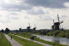 Kinderdijk, molens, these wind mills shape the traditional Dutch landscape.