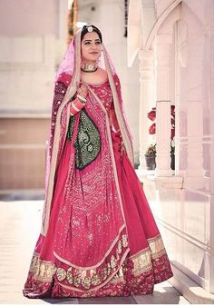 #TrendAlert: These Bandhani Dresses Will Elevate Your Bridal Look Dress Indian Style, Indian Wear, Indian Bridal Outfits, Bridal Dresses, Sabyasachi Lehenga Bridal, Bandhani Dress, Green Lehenga, Bridal Jumpsuit, Border Ideas