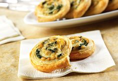 Puff Pastry Spinach Cheese Swirls: These tempting appetizers look like they're difficult to make. They feature a spinach, onion and cheese filling simply rolled up in flaky puff pastry and sliced into pinwheels. Spinach Puff Pastry, Puff Pastry Recipes, Spinach And Cheese, Spinach Rolls, Cheese Pastry, Puff Pastries, Cheese Puffs, Spinach Soup, Gruyere Cheese