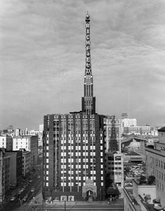 Different views of the Richfield Tower (aka Richfield Oil Building) downtown Los Angeles, 1929 to 1969 Garden Of Allah, Photo Exhibit, Bunker Hill, Downtown Los Angeles, Historical Architecture, Willis Tower, New York Skyline, City, Building