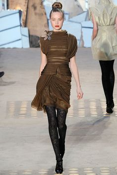 Christian Lacroix Fall 2009 Ready-to-Wear Fashion Show - Heloise Guerin