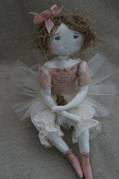 Marguerite préte pour danser la valse des fleurs...devant son petit…