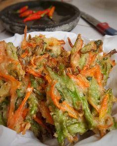 Resep bakwan kekinian istimewa Snack Recipes, Dessert Recipes, Cooking Recipes, Snacks, Desserts, Indonesian Cuisine, Traditional Cakes, High Tea, Asian Recipes