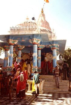 God Bramha Temple in Pushkar, Rajasthan , India Temple Indien, Places Around The World, Around The Worlds, Rajasthan India, Jaipur, Photo Souvenir, Amazing India, Indian Colours, Om Namah Shivaya