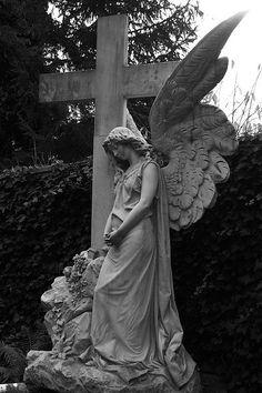 Angel and cross statue Cemetery Angels, Cemetery Statues, Cemetery Art, Angel Statues, Buddha Statues, Statue Ange, Old Cemeteries, Graveyards, Steinmetz