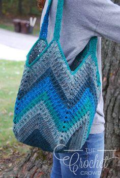 crochet bag Crochet Chevron One Big Cake Bag by Jeanne Steinhilber - Crochet Chevron One Big Cake Bag I love to crochet with self-striping yarn. The Caron Big Cakes is great because Crochet Purse Patterns, Bag Crochet, Crochet Market Bag, Crochet Shell Stitch, Crochet Handbags, Crochet Purses, Crochet Yarn, Crocheted Bags, Crochet Granny