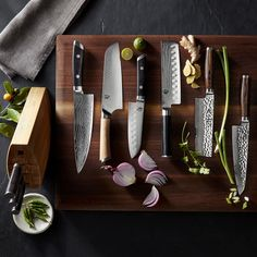 Produced by Japan's leading blade manufacturer, Shun knives reflect the craftsmanship of a centuries-old tradition of Japanese knife making. This basic collection features three essential knives for everyday cooking tasks. Shun Knives, Knives And Swords, Knife Photography, Knife Making Tools, Trench Knife, Knife Block Set, Best Pocket Knife, Pocket Knives, Hard Metal