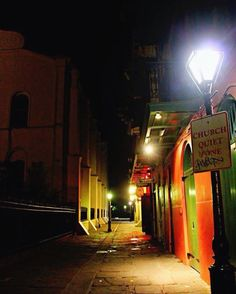 Quiet??? #church #quiet #piratesalley #stlouiscathedral #cathedral #alley #pirates #neworleans #nola #frenchquarter #historic #old #signs #night #photography #streetphotography #lamp #igersneworleans #igersnola #jj_louisiana #followyournola #showmeyournola #thisisnola #nolalove #colorful by ladylunanola